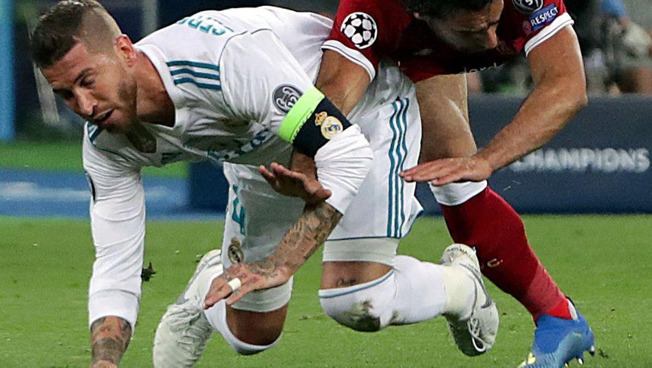 Sergio Ramos gegen Mohamed Salah