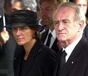 Bundespräsident Johannes Rau und seine Frau Christina beim Betreten der Friedenskriche in Dachau