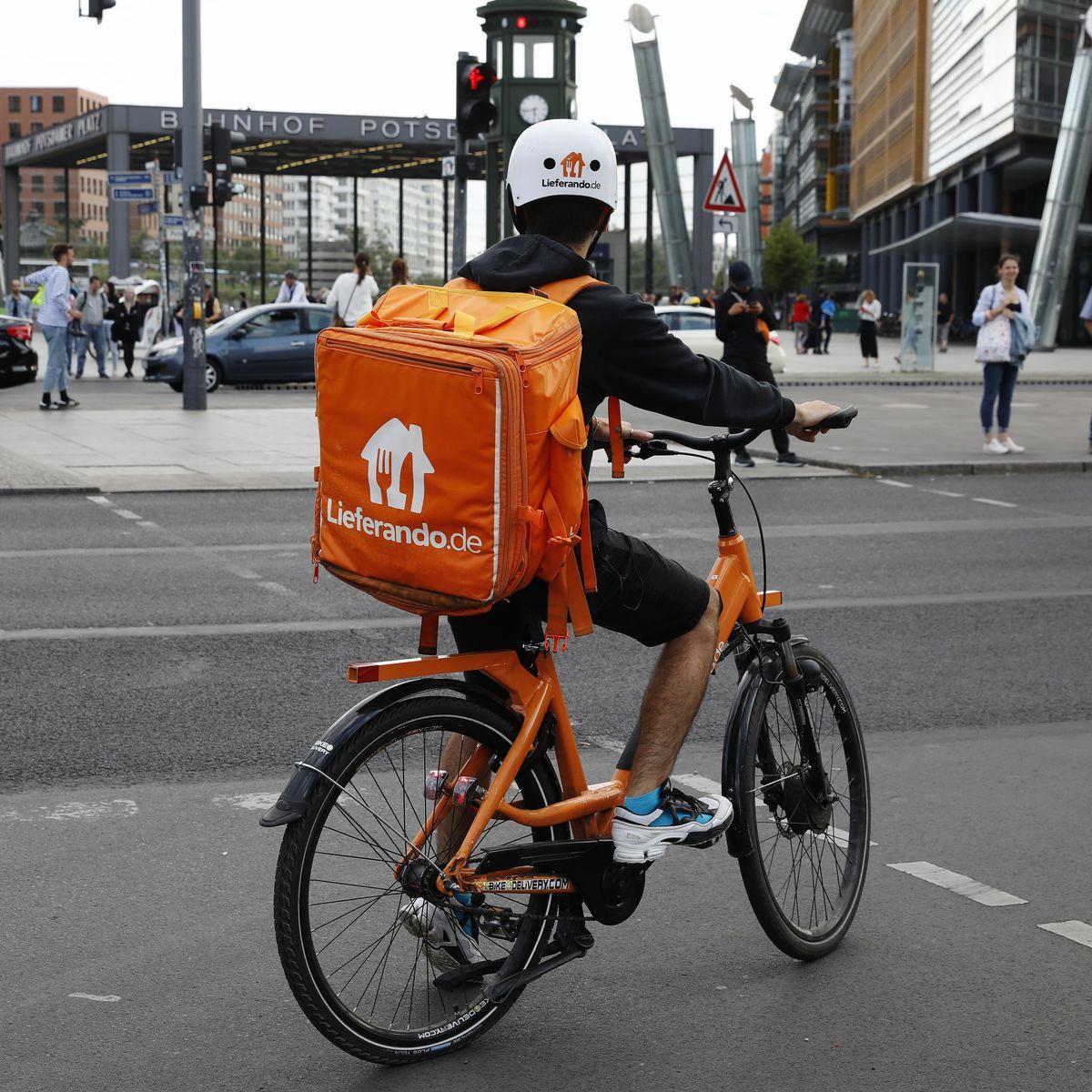 Lieferando, Foodora Lieferdienst Fahrer demonstrieren für bessere ...