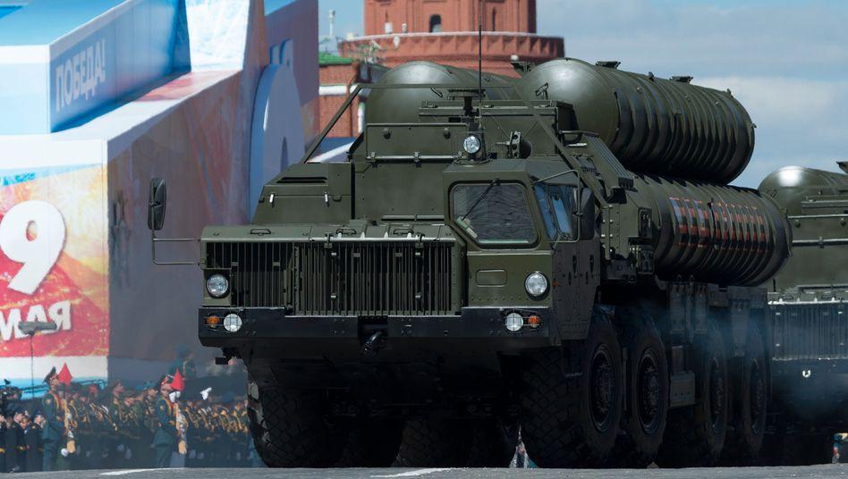 In Russland hergestelltes Raketensystem S-400 bei einer Parade in Moskau (Archivbild)
