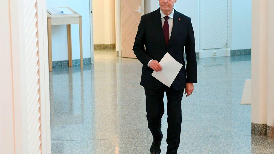 Finnischer Ministerpräsident Antti Rinne auf dem Weg zu Präsident Sauli Niinistö