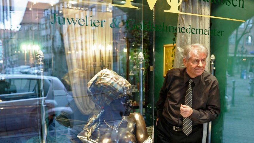 Juwelier Makosch in seinem Geschäft: »Ich hatte Todesangst«