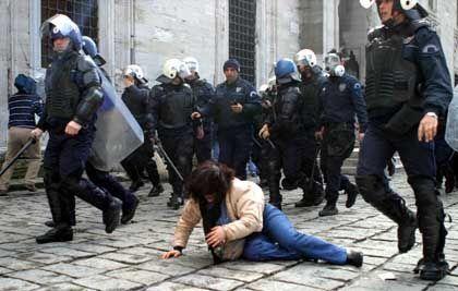 Tränengas bei Demo zum Frauentag