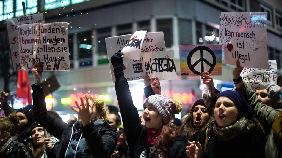 Anti-Pegida-Demonstranten (in Düsseldorf): Unverkennbar aus dem rot-grünen Spektrum