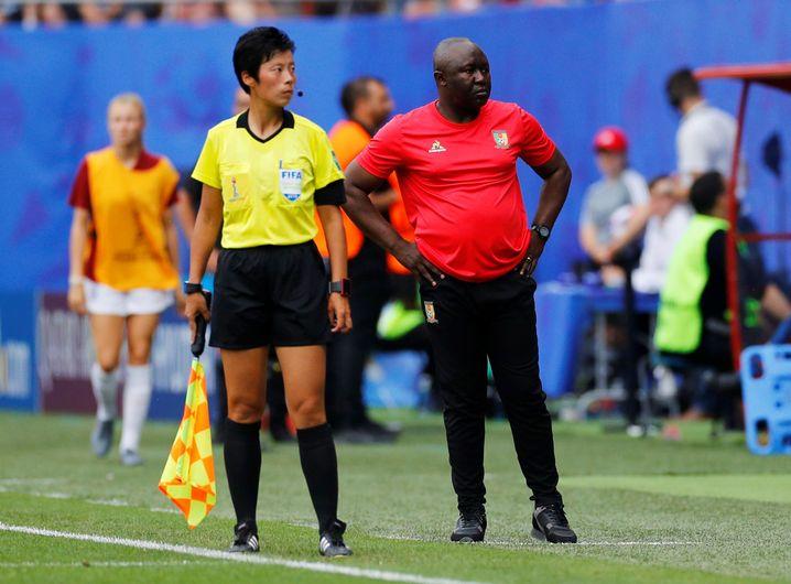 Kameruns Trainer Alain Djeumfa