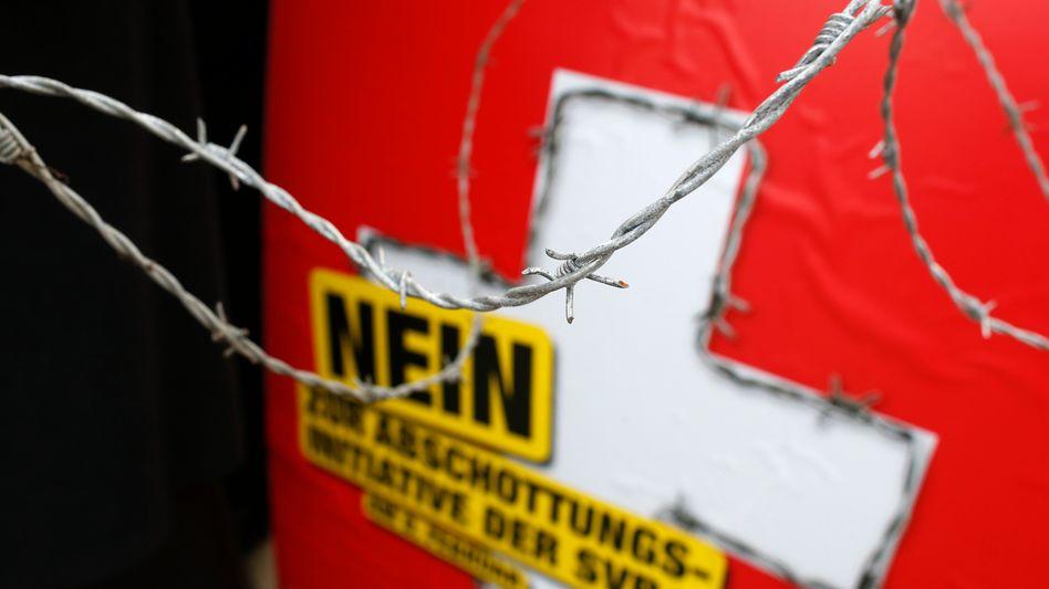 """Plakat einer Bürgerinitiative: """"Nein zur Abschottungsinitiative der SVP"""""""