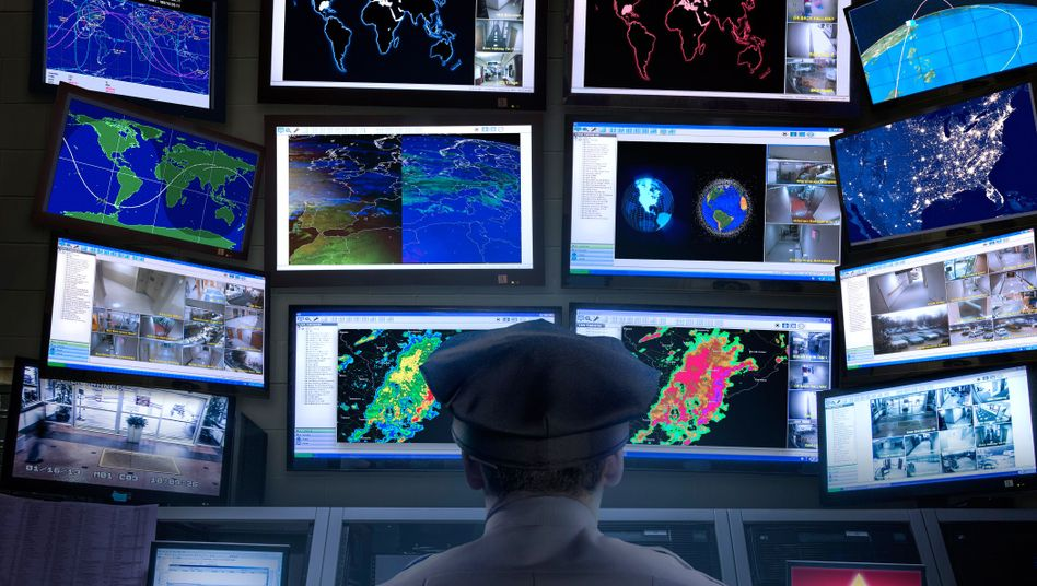 Überwachungsraum der amerikanischen Polizei: Ideologie der Kontrolle