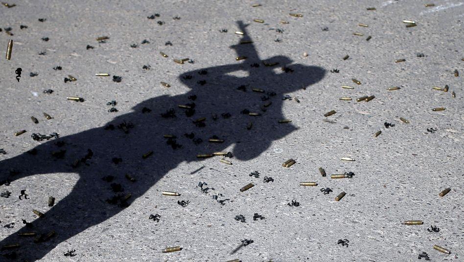 Soldat im Irak und Gewehrmunition