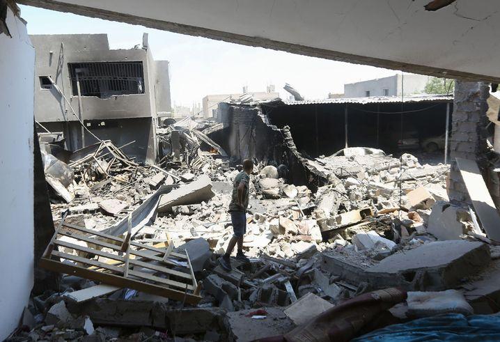 Zerstörte Gebäude bei Tripolis