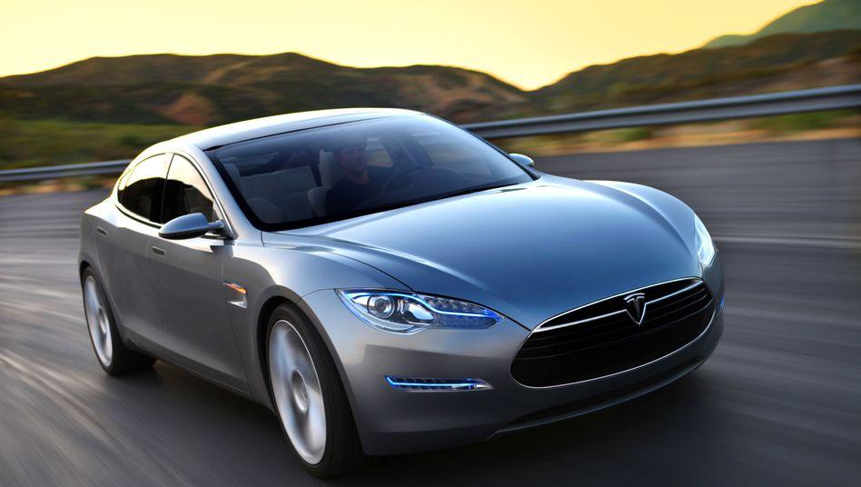 Tesla Model S: Von Studenten fremdgesteuert