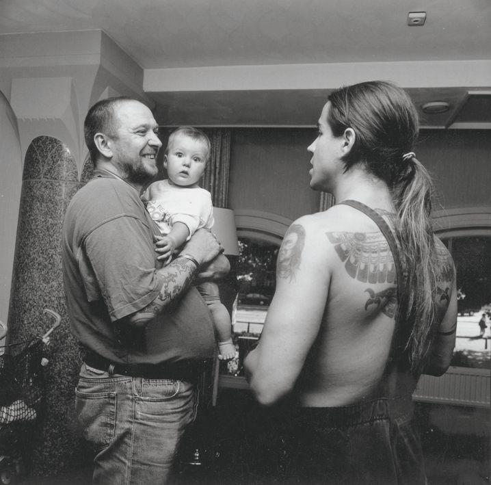 Schiffmacher 1991 mit seiner zweiten Tochter Morrison und Red Hot Chili Peppers-Frontmann Anthony Kiedis