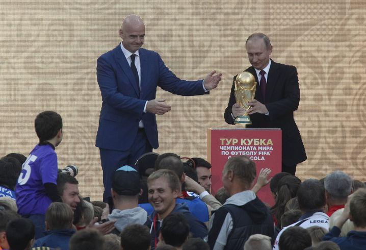 Putin (r.) mit Fifa-Chef Infantino