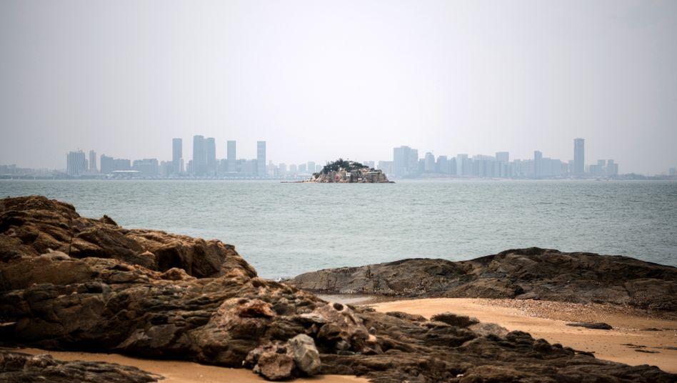 Blick von der taiwanesischen Insel Kinmen auf die chinesische Stadt Xiamen. Peking sieht Taiwan als Teil Chinas.
