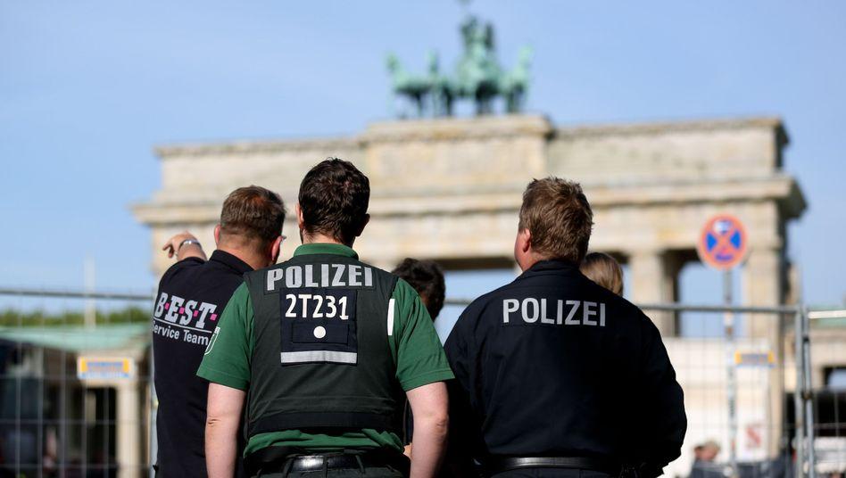 Polizeibeamte vor dem Brandenburger Tor: Vorbereitungen für Obama-Besuch