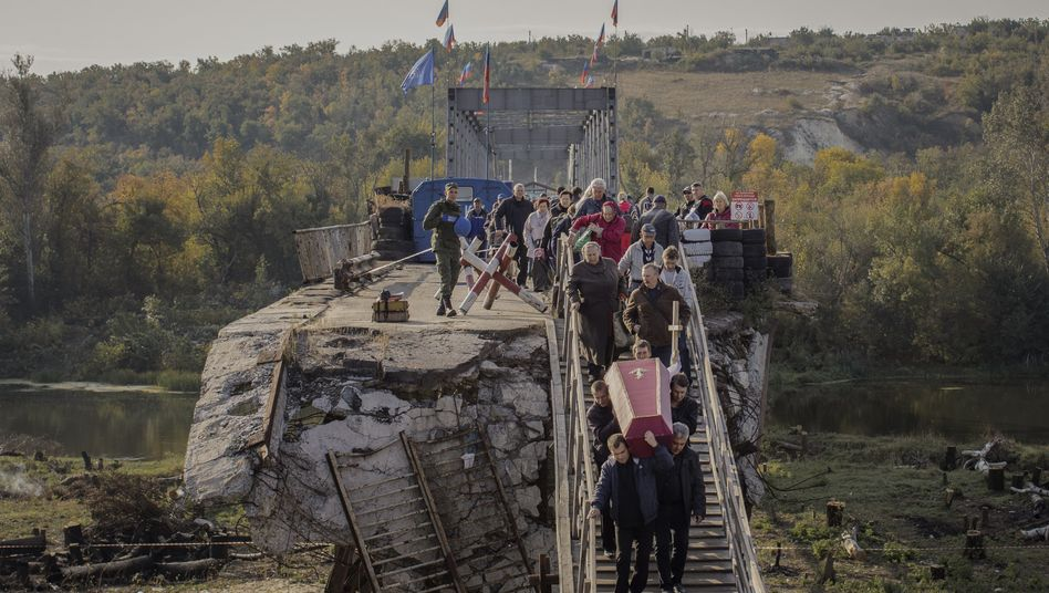 The bridge over the Donets River