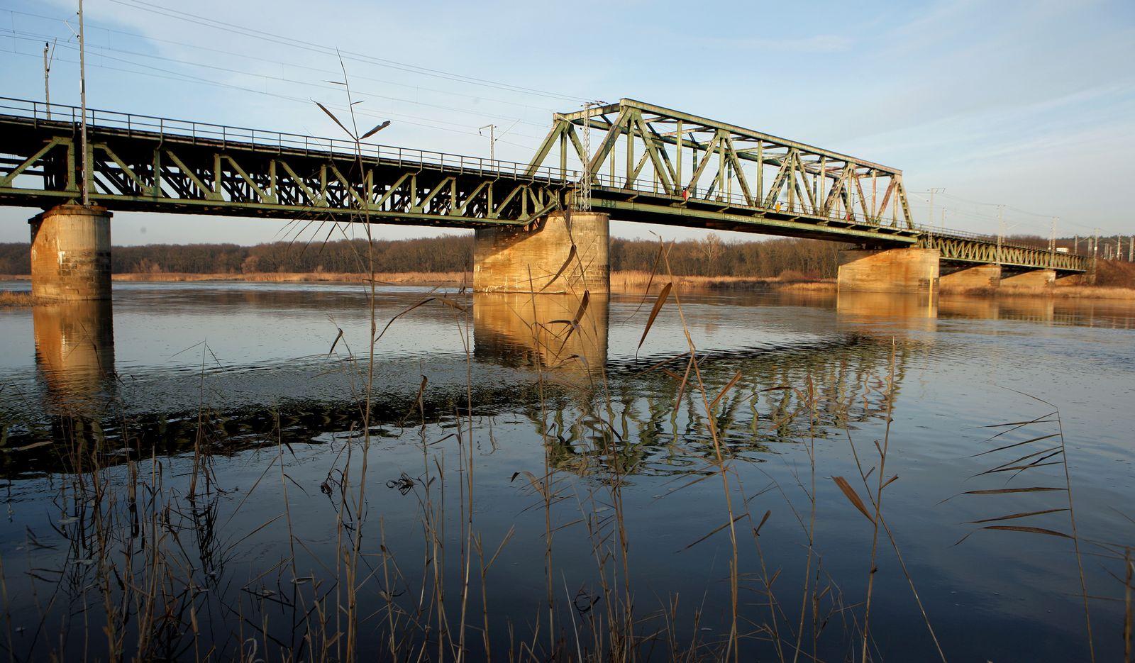 Eisenbahnbrücke über die Oder wird erneuert