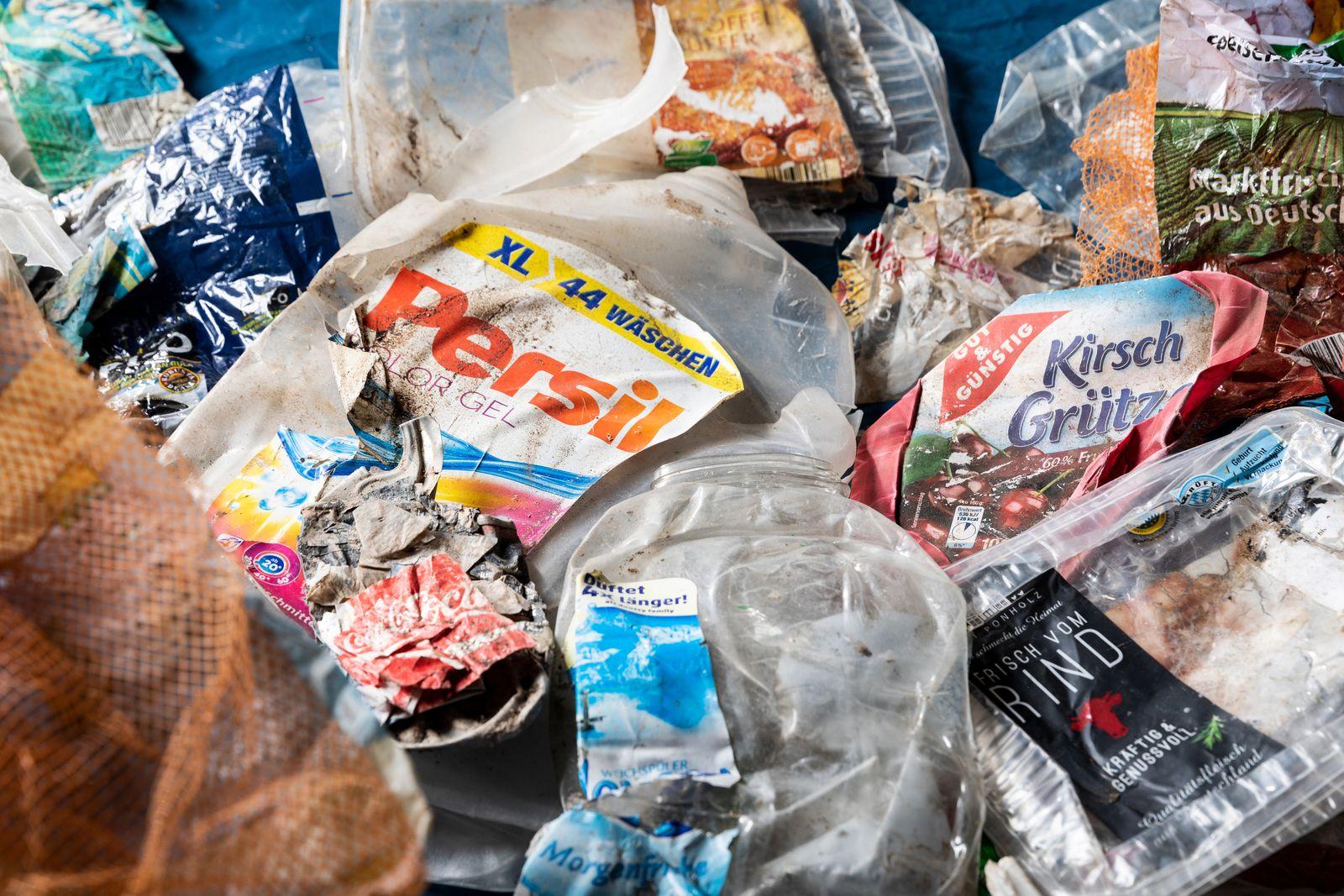 German Plastic Waste Found in Malaysia Plastikmuell aus Deutschland in Malaysia
