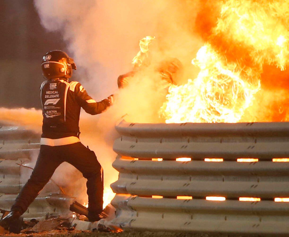 2020 Bahrain GP BAHRAIN INTERNATIONAL CIRCUIT, BAHRAIN - NOVEMBER 29: Medical deligate pulls Romain Grosjean, Haas F1 f