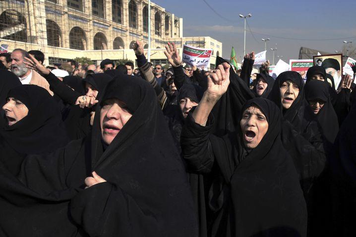 """Regime-Unterstützer in Teheran am 30. Dezember: """"Wir wachen langsam auf"""""""