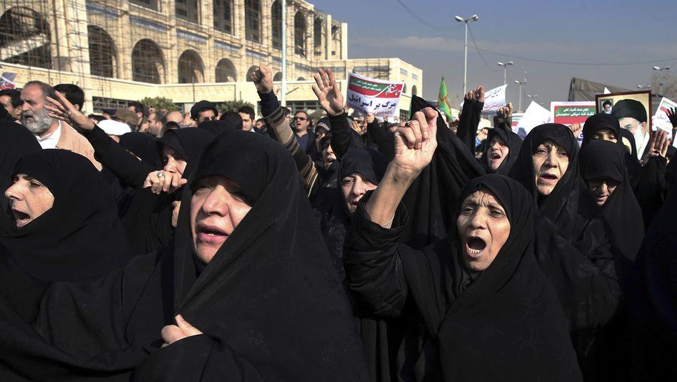 Protestierende Frauen in Teheran