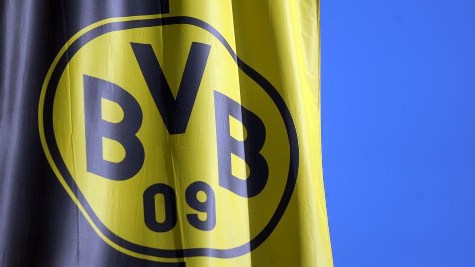 """Fahne mit BVB-Logo: """"Dem Ort eines katholischen Friedhofs nicht angemessen"""""""