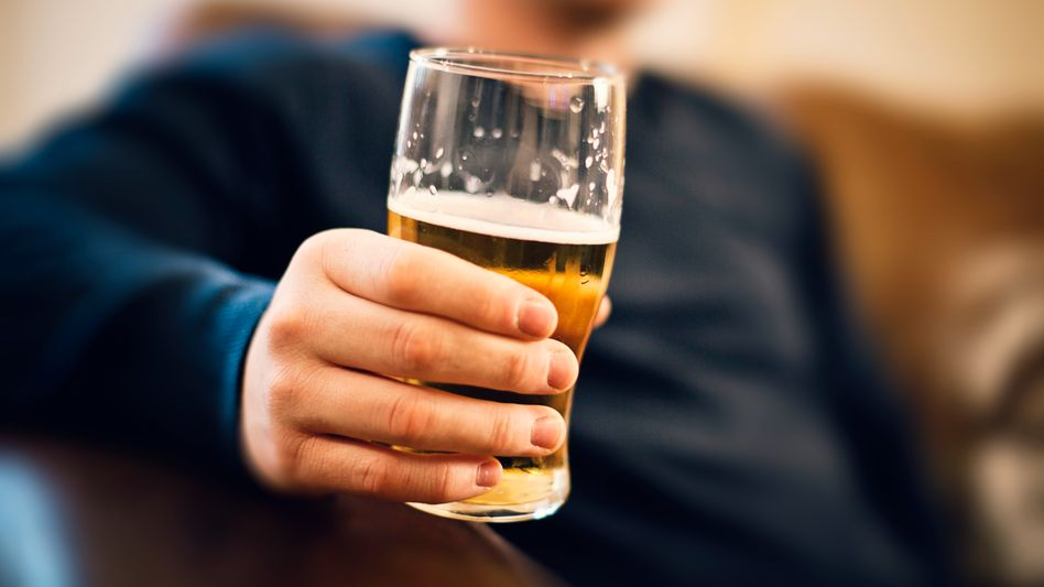 Ein Glas Bier: Ein Drittel der Deutschen trinkt mehr seit der Krise