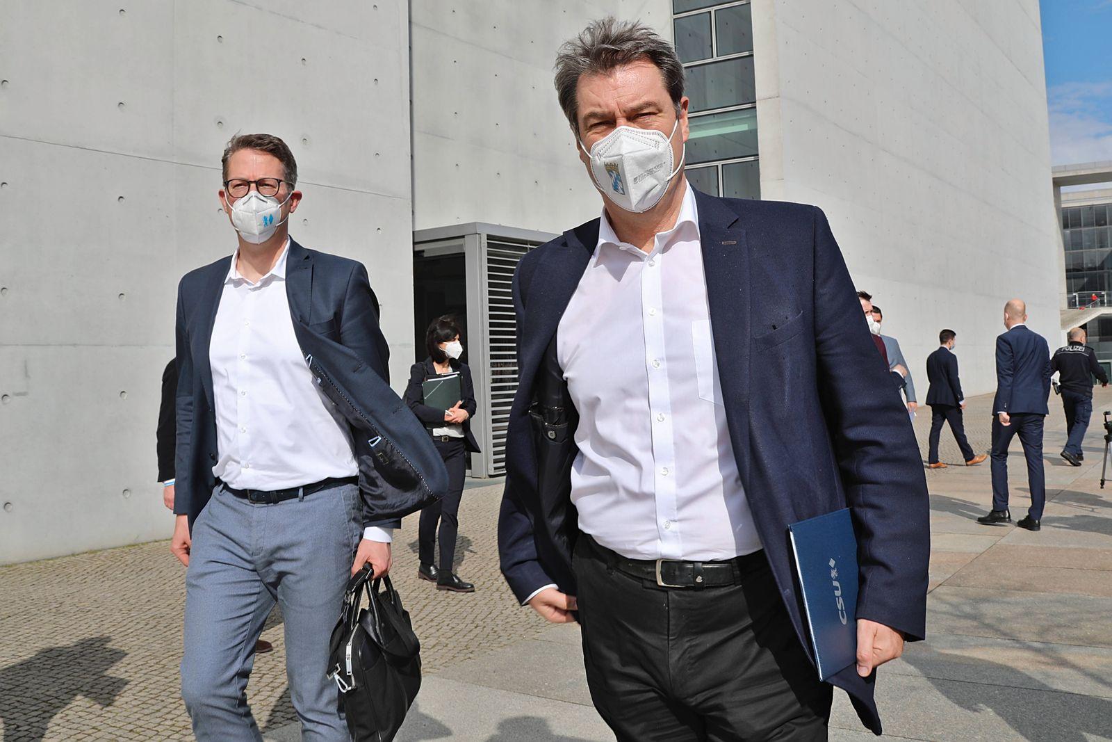 Markus Söder beim Verlassen des Paul-Löbe-Haus 11.4.2021 Nach der Pressekonferenz zur Kanzlerkandidatur verlassen Marku