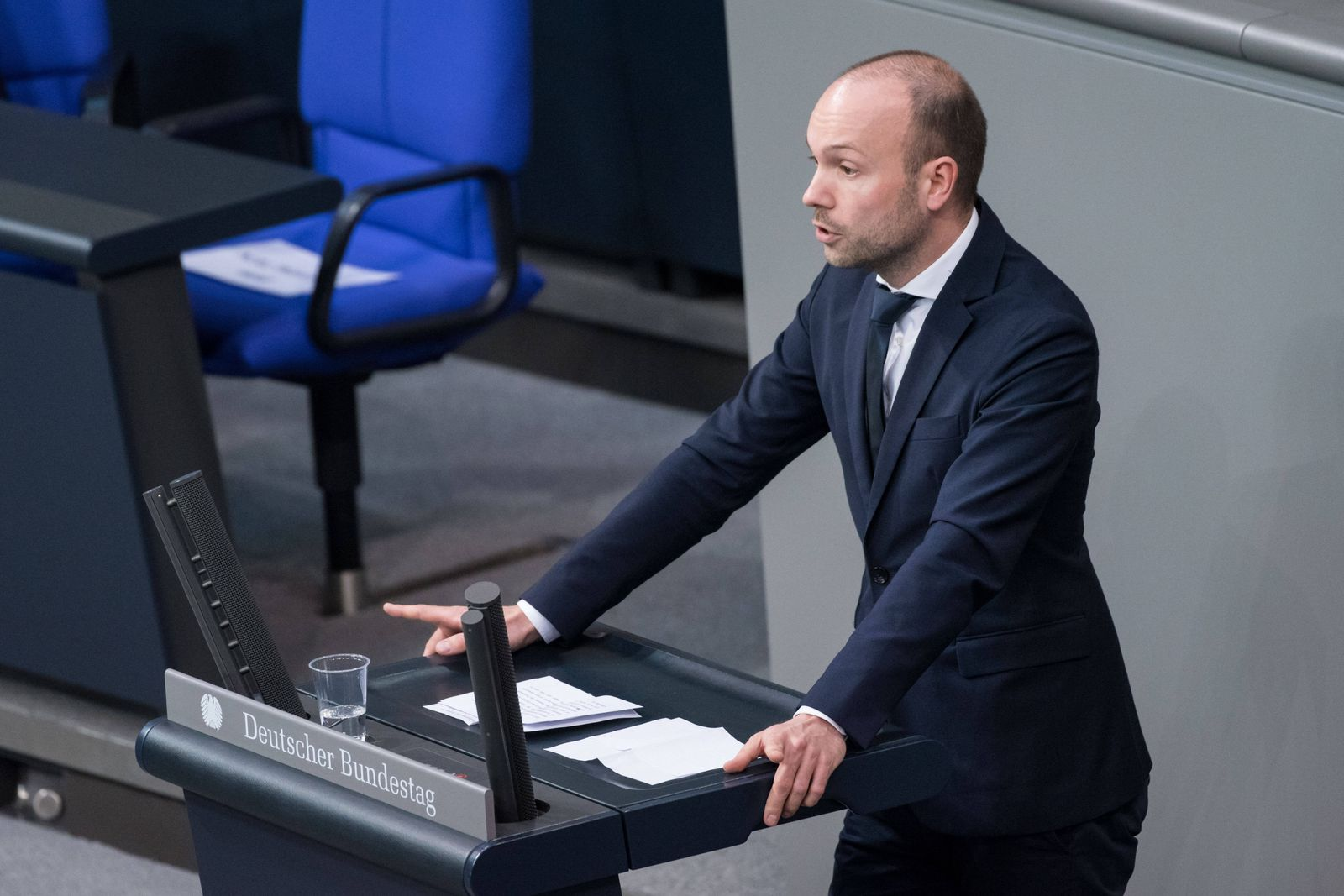 Berlin, Plenarsitzung im Bundestag Deutschland, Berlin - 06.05.2020: Im Bild ist Nikolas Löbel (cdu) während der Sitzun