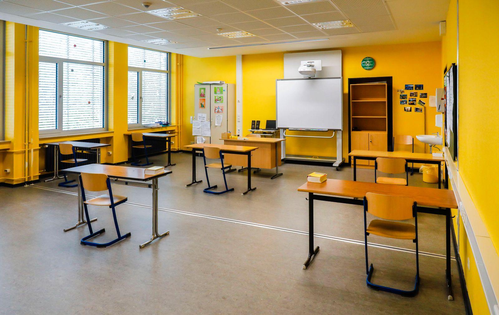 19.05.2020, Duesseldorf, Nordrhein-Westfalen, Deutschland - Klassenraum der Realschule Benzenberg anlaesslich der Wieder