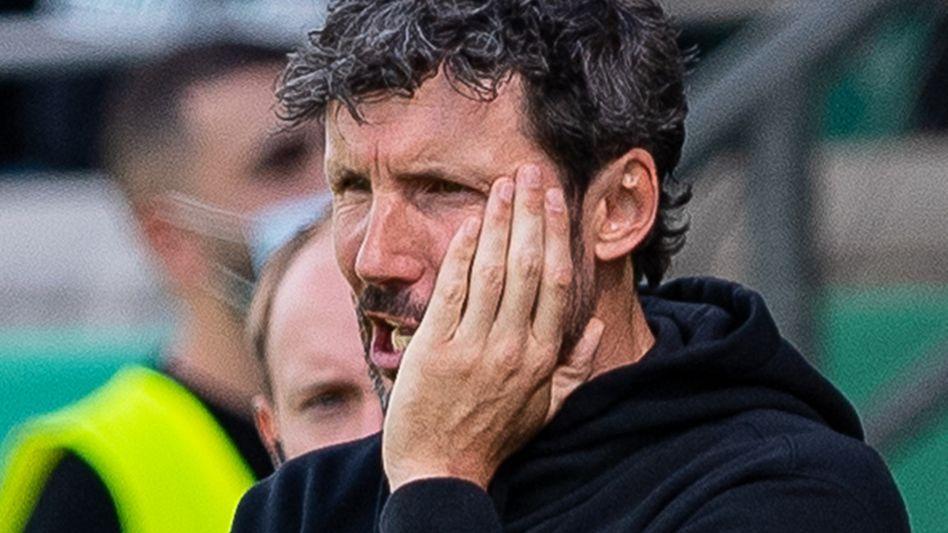 Wechselfehler: Wolfsburgs Trainer Mark van Bommel