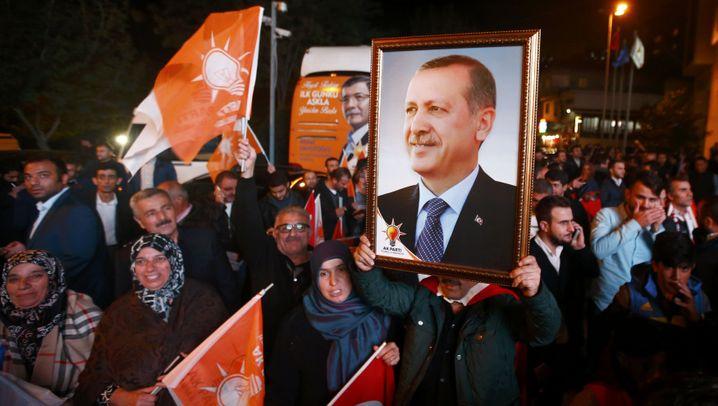 Wahlen in der Türkei: Freudentaumel und Tränengas