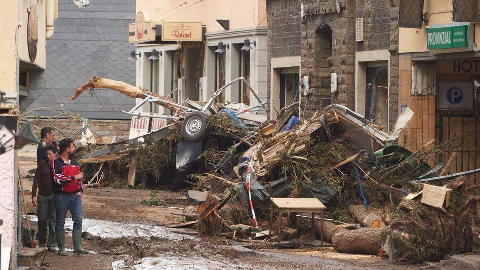Straße nach der Hochwasserkatastrophe in Altenahr