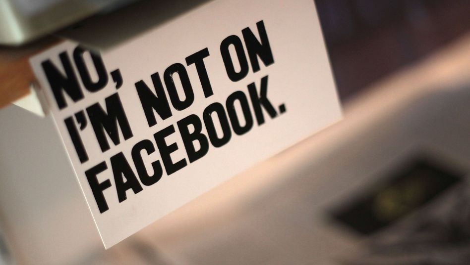 Anti-Facebook-Postkarte: Wer Kritik übt, wird der Hysterie beschuldigt