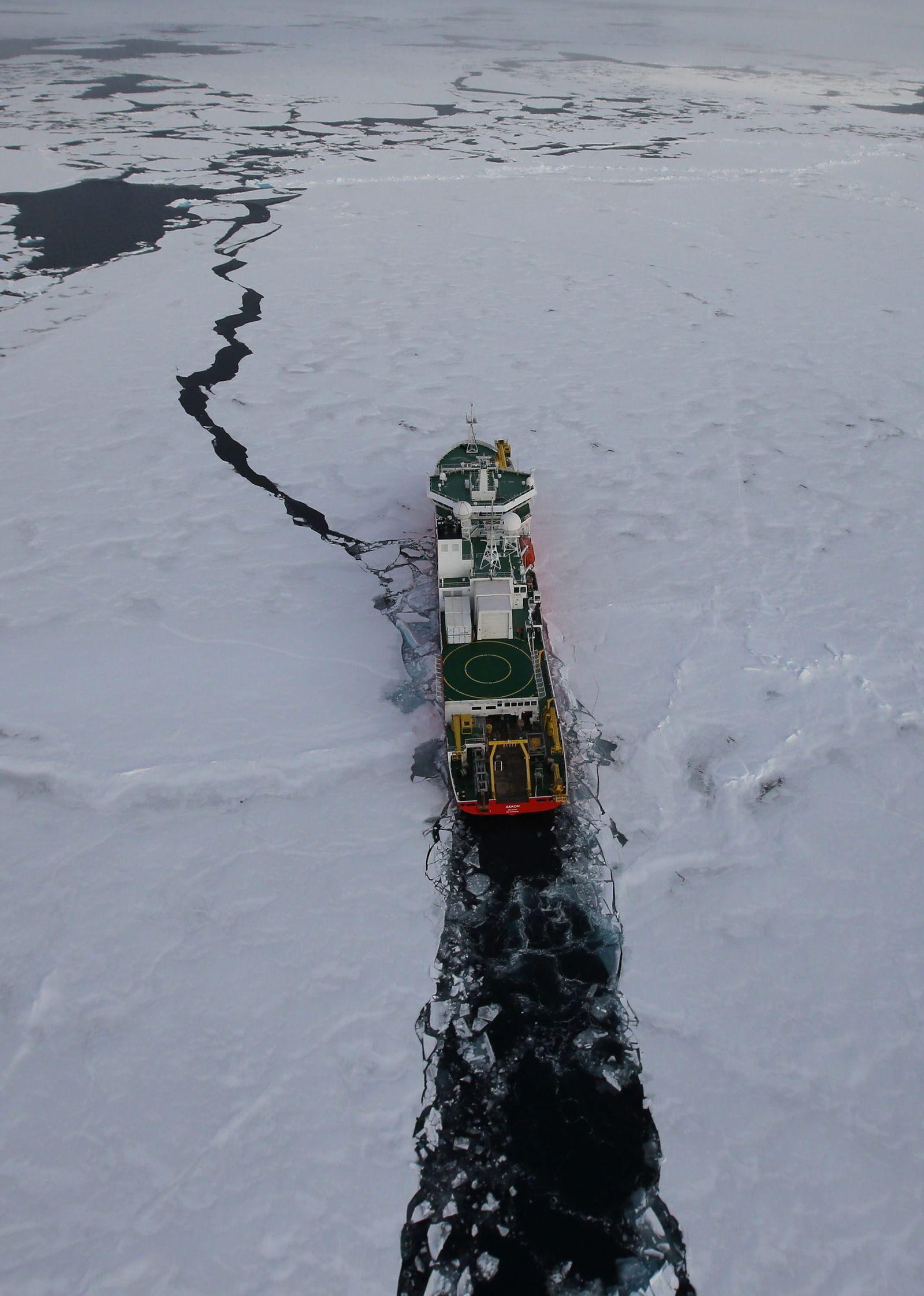 S. Korean icebreaker in Arctic