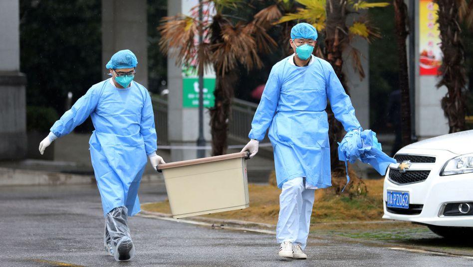 Krankenhausmitarbeiter in Wuhan: Mindestens 15 von ihnen haben sich bereits mit der gefährlichen Lungenkrankheit angesteckt