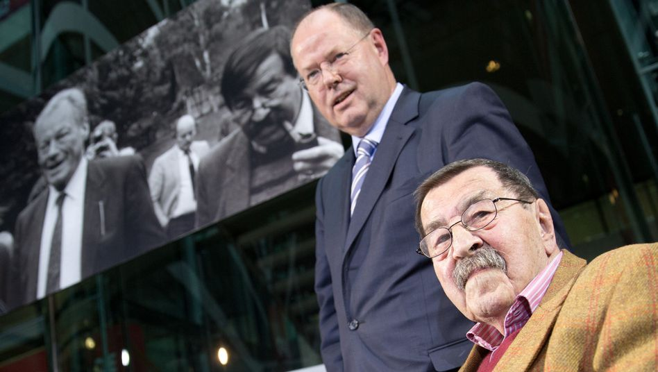 SPD Chancellor candidate Peer Steinbrück together with Nobel laureate Günter Grass at an appearance this week.