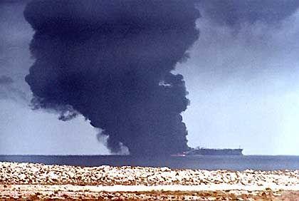 Brennender Tanker: Terroristischer Akt?