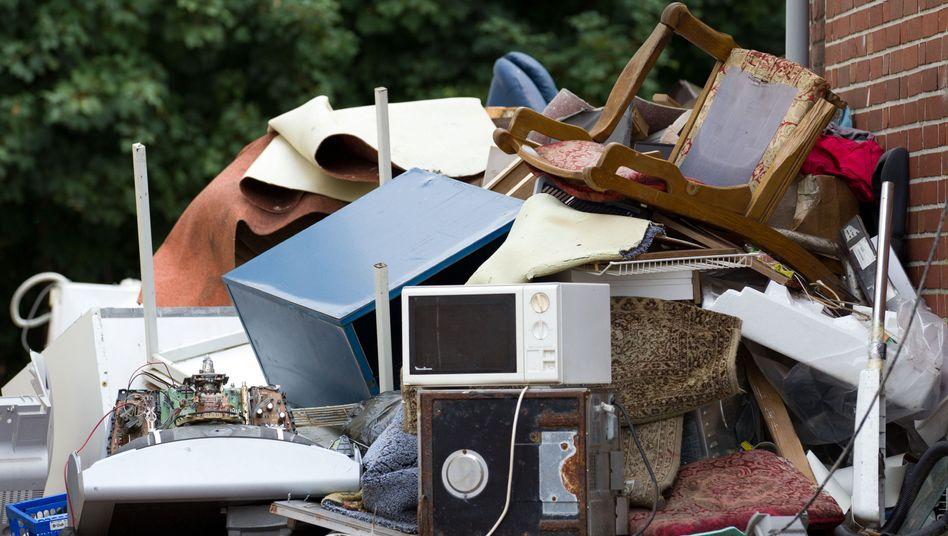 Hausrat vor der Tür: Möbel rauswerfen ist leicht, Untermieter rauswerfen nicht