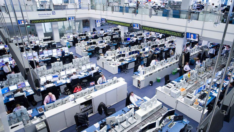 Handelsraum der Deutschen Bank: Die Affäre kostete schon mehr als 300 Millionen Euro