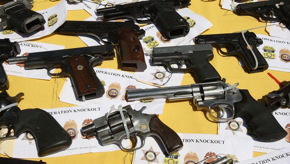 Konfiszierte Waffen: Strukturen von Gangs lassen sich durch Social Networks erfassen
