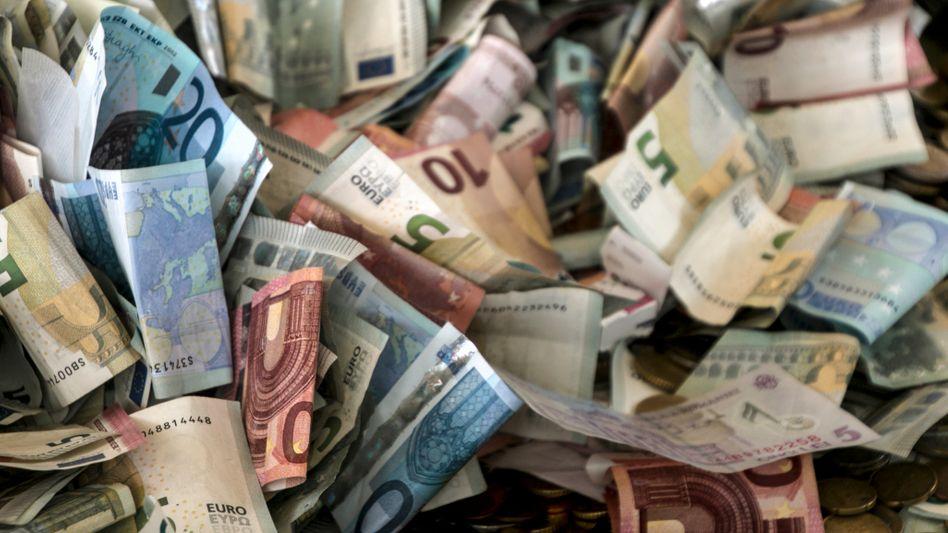 1090 Euro fand eine ehrliche Finderin in einem Briefumschlag – und gab sie bei der Polizei ab