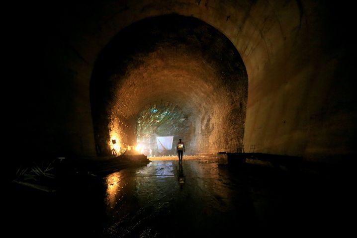 Tunnel des 2,2-Milliarden-Dollar teuren Karuma Falls Kraftwerk, Uganda, finanziert und gebaut durch China