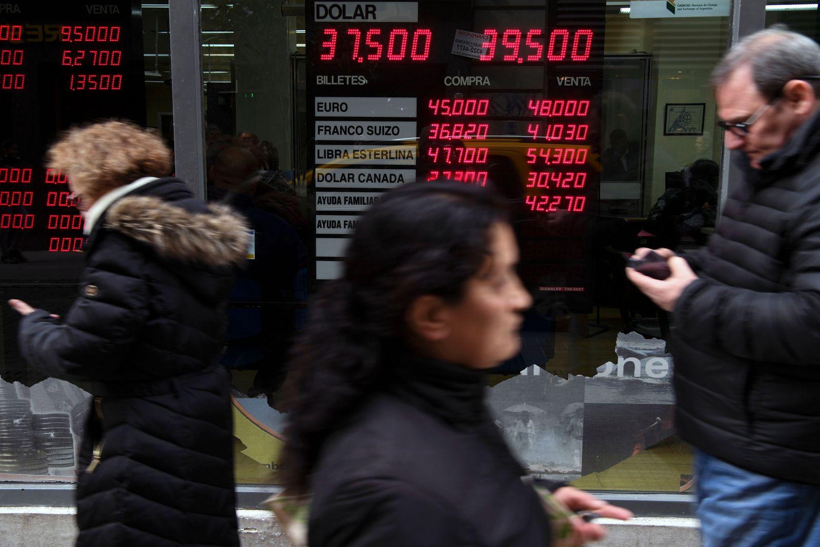 ARGENTINA-FINANCE-ECONOMY-FOREX