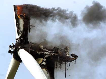 Abgebrannte Windkraftanlage: Zu hoch zum Löschen