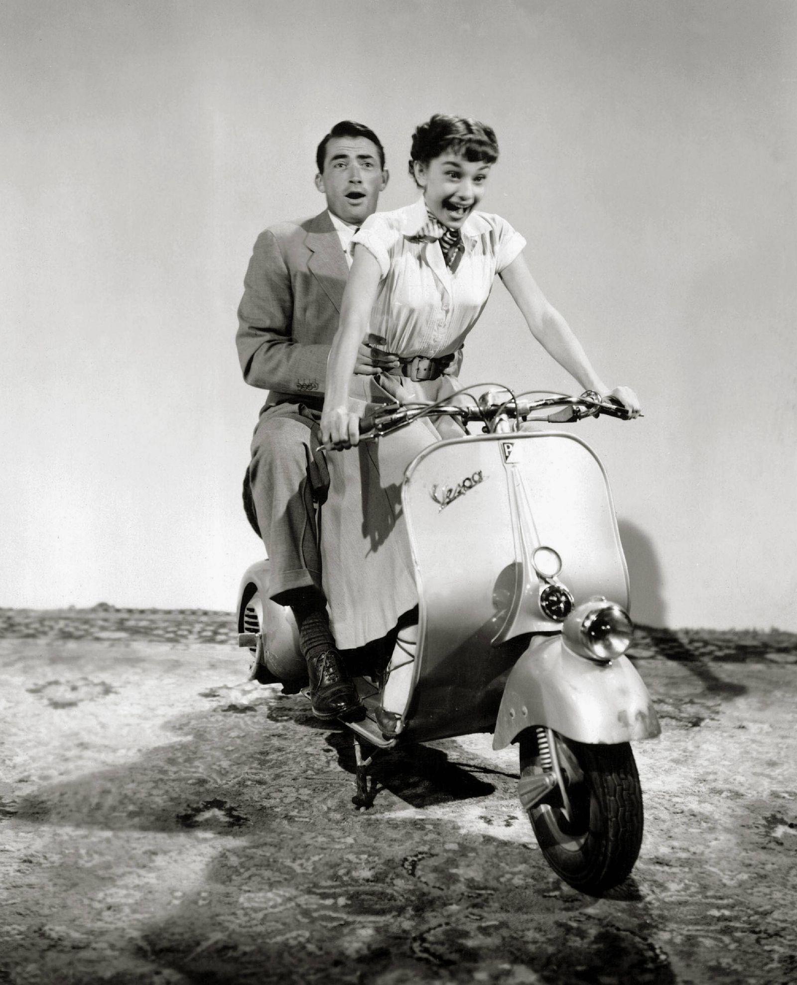 Audrey Hepburn and Gregory Peck Roman Holiday 1953 Paramount PUBLICATIONxINxGERxSUIxAUTxONLY Copyri