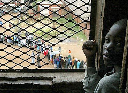 Simbabwe wählt: Im März wurde das Mugabe-Regime bestätigt. Die Opposition vermutet bis heute Manipulationen