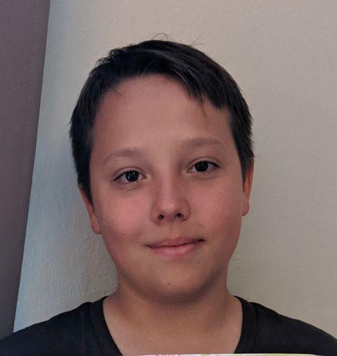 Jakob, 13, wünscht sich schnelleres Internet.