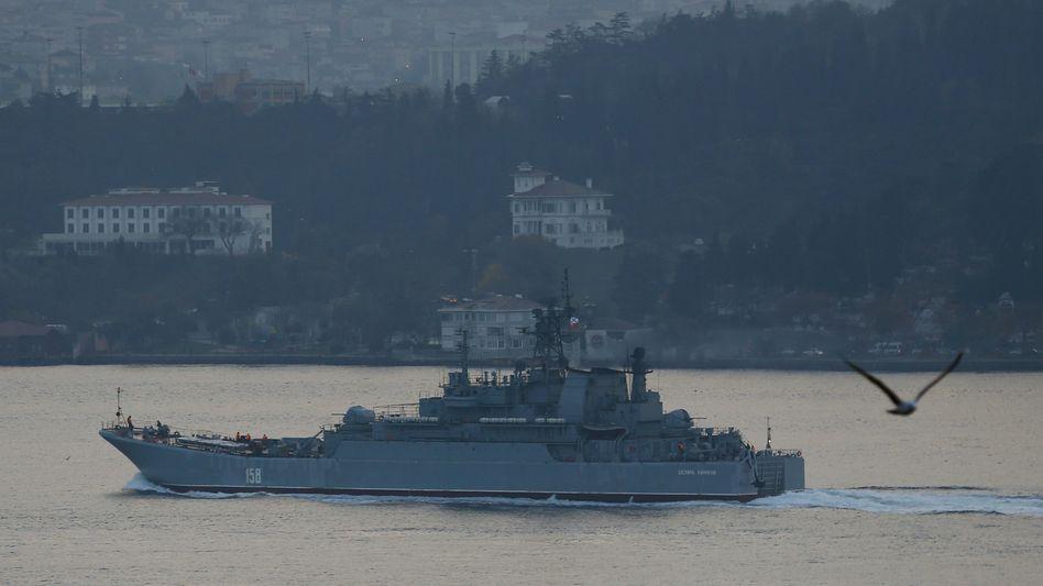 """""""Cäsar Kunikow"""" auf Bosporus: Türkei fühlt sich von Auftritt eines Soldaten provoziert"""