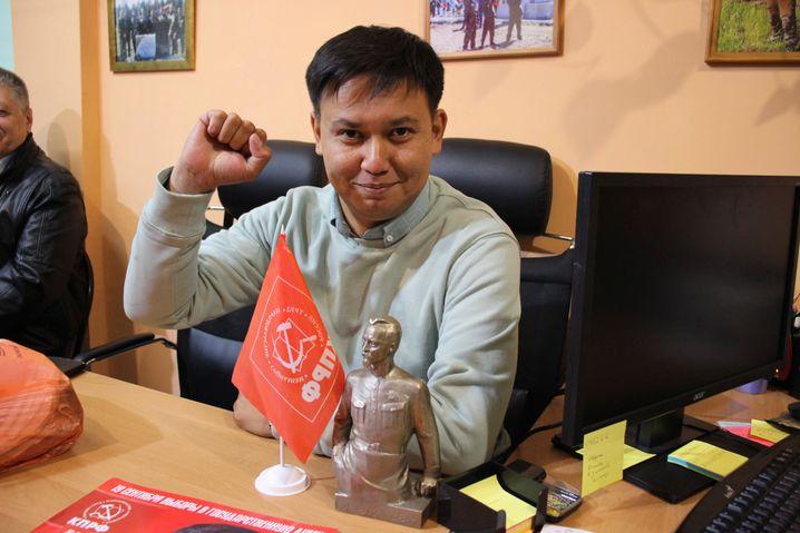 Kommunist Bair Zyrenow bei seiner Wahlkampftour in Wydrino