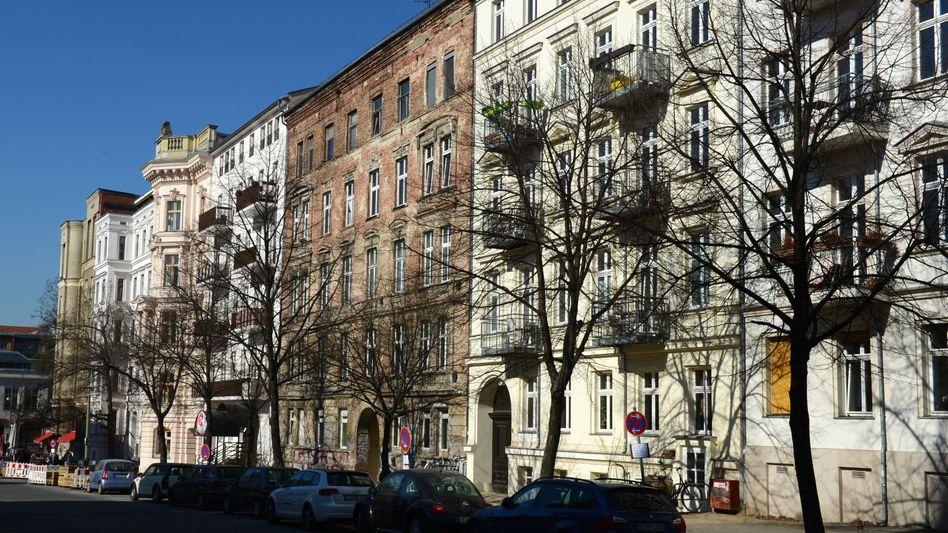 Saarbrücker Straße in Berlin: Sanierte neben unsanierten Wohnhäusern